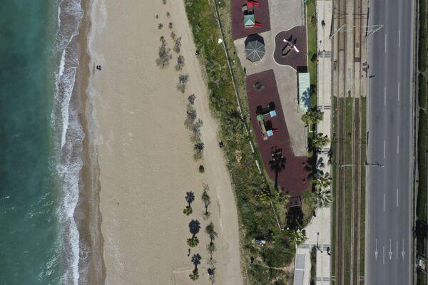 Opuszczona plaża w Atenach - Sputnik Polska
