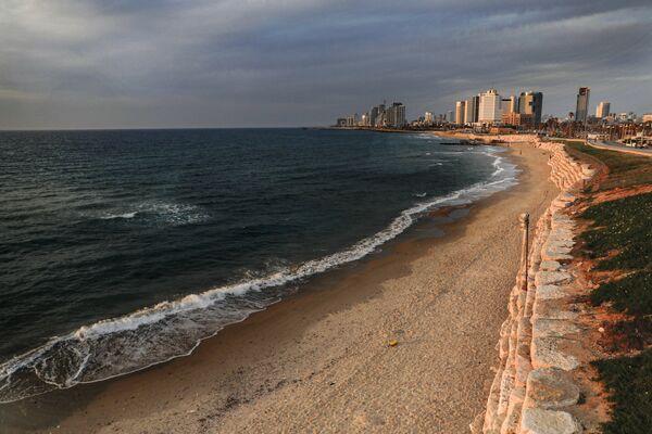 Widok na opustoszałą plażę w mieście Jaffa, Izrael - Sputnik Polska