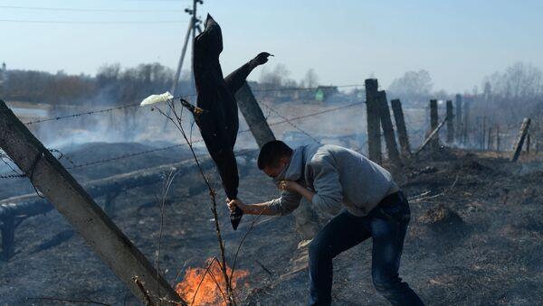 Pożar wywołany wypalaniem trawy - Sputnik Polska