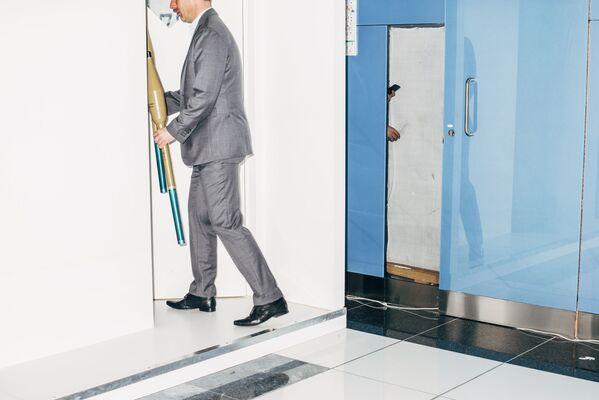 """Zdjęcie Nothing Personal - the Back Office of War, fot. Nikita Teryoshin, pierwsze miejsce w kat. """"Współczesne problemy"""" - Sputnik Polska"""