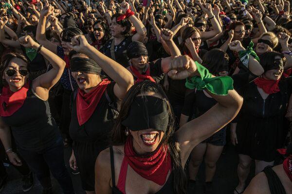 """Foto z serii Chile: The Rebellion Against Neoliberalism, fot. Fabio Bucciarelli, 2. miejsce w kat. """"Wiadomości ogólne""""  - Sputnik Polska"""