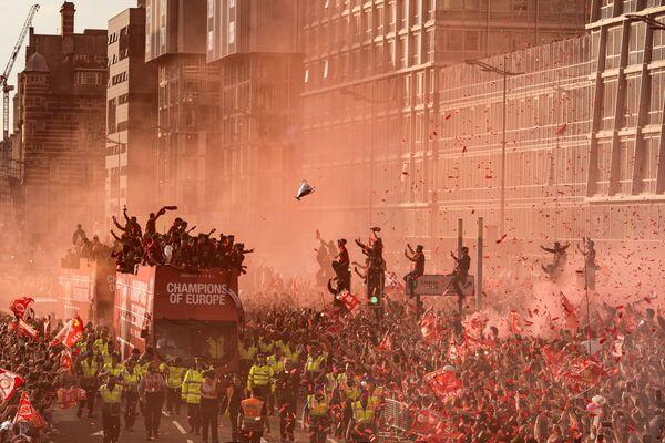 "Zdjęcie Liverpool Champions League Victory Parade, fot. Oli Scarff, 3. mejsce w kat. ""Sport"" - Sputnik Polska"