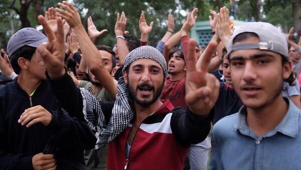 Syryjscy imigranci w miasteczku namiotowym na turecko-greckiej granicy - Sputnik Polska