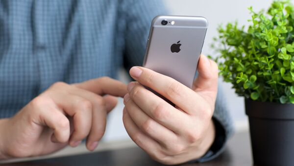 Telefon iPhone 6  - Sputnik Polska