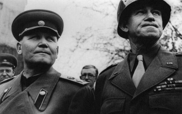 Iwan Koniew i dowódca amerykańskiej 12 Grupa Armii generał Omar Bradley - Sputnik Polska