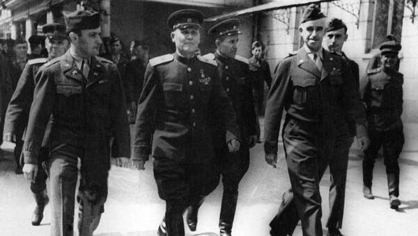 Marszałek Koniew, generał Bradley i żołnierz armii USA D. Polowski - Sputnik Polska