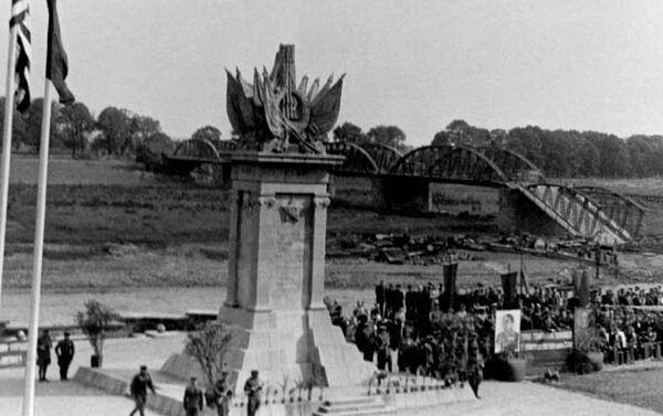 Spotkanie wojsk Armii Czerwonej 1. Frontu Ukraińskiego i wojsk 1. Armii USA - Sputnik Polska