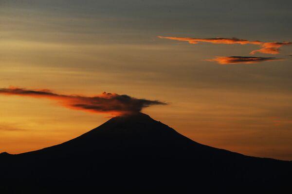 Erupcja wulkanu Popocatepetl w Meksyku - Sputnik Polska