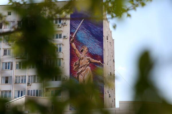 Graffiti na fasadzie budynku w Noworosyjsku. Graffiti zostało wykonane przez artystów z Kraju Krasnodarskiego w ramach projektu Ściany Zwycięstwa - Sputnik Polska