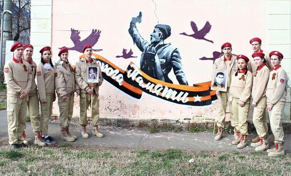 Kopia znanego zdjęcia z okresu Wielkiej Wojny Ojczyźnianej w Krasnodarze - Sputnik Polska