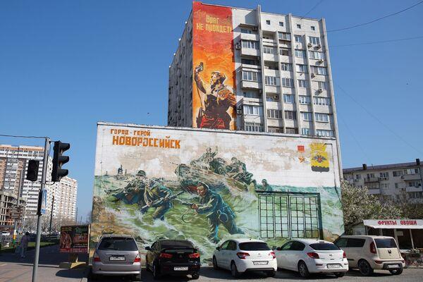 Graffiti poświęcone Dniu Zwycięstwa na fasadzie domu w Noworosyjsku - Sputnik Polska