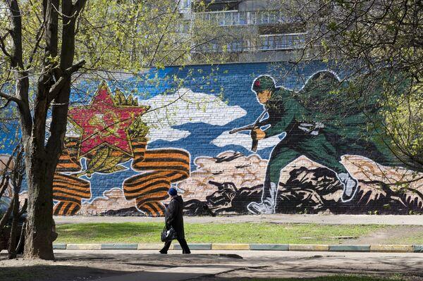 Graffiti poświęcone rocznicy zwycięstwa w Wielkiej Wojny Ojczyźnianej - Sputnik Polska