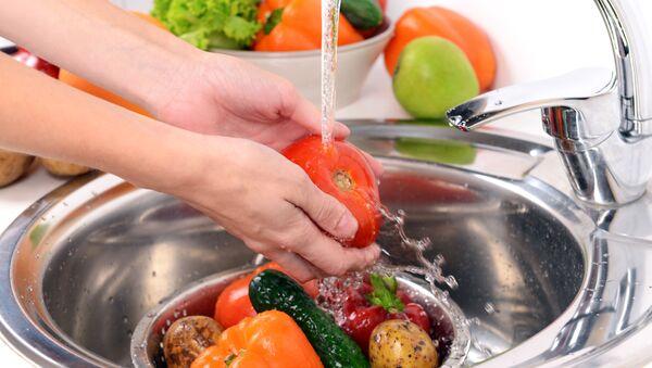 Mycie owoców i warzyw - Sputnik Polska