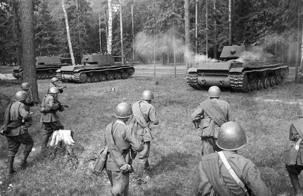 Radzieckie czołgi KW-1 - Sputnik Polska