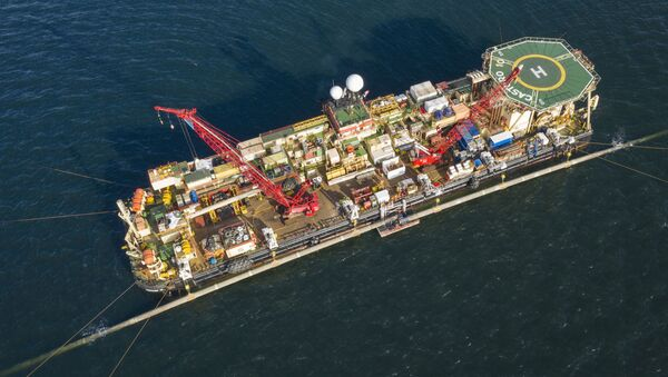 W Zatoce Greifswald na statku do układania rur Castoro 10 odbywa się zespolenie dwóch sekcji gazociągu - Sputnik Polska