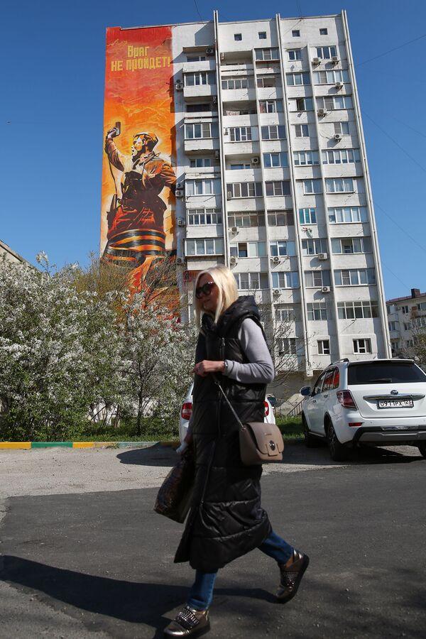 Graffiti na bloku w Noworosyjsku - Sputnik Polska