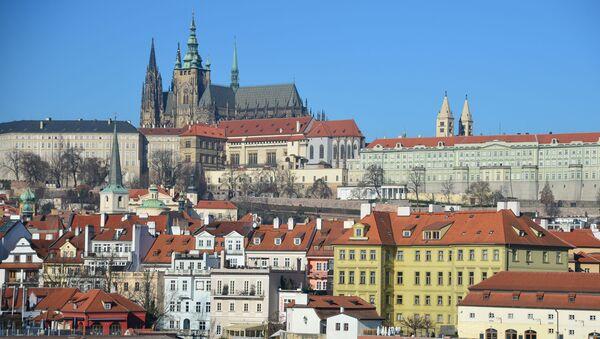 Widok na Pragę i Katedrę św. Wita od strony rzeki Wełtawy  - Sputnik Polska