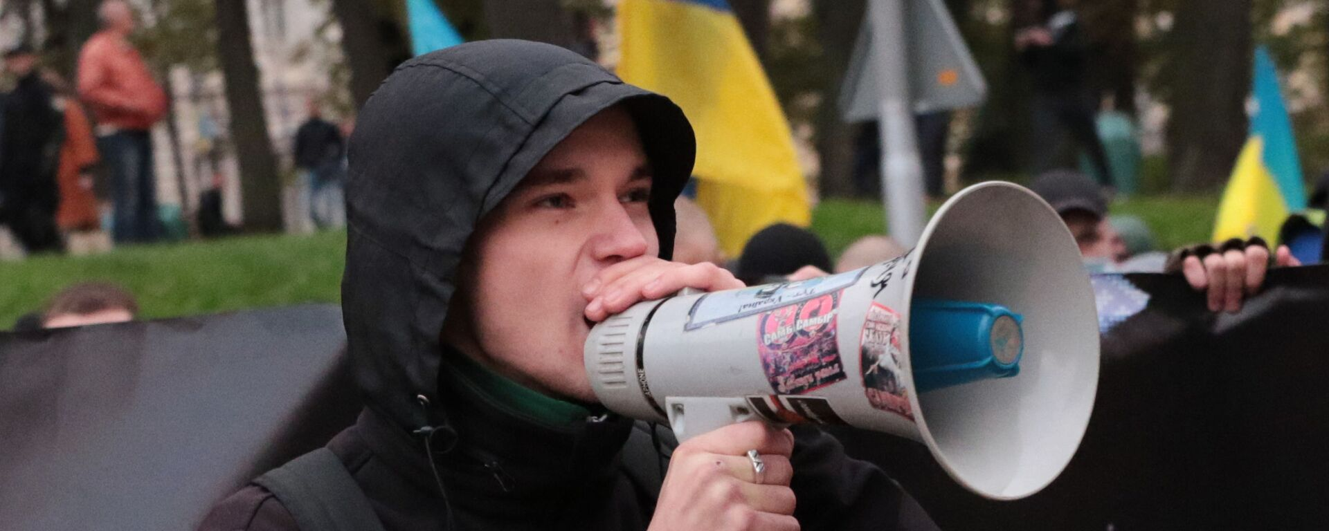 Uczestnik marszu z okazji rocznicy utworzenia UPA i Dnia Obrońcy Ukrainy we Lwowie. - Sputnik Polska, 1920, 09.05.2020
