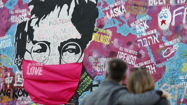 Mural z Johnem Lennonem w Pradze - Sputnik Polska