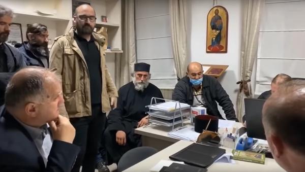 Kadr z nagrania wideo o duchownym wirusie w Czarnogórze.  Sputnjik Srbija - Sputnik Polska
