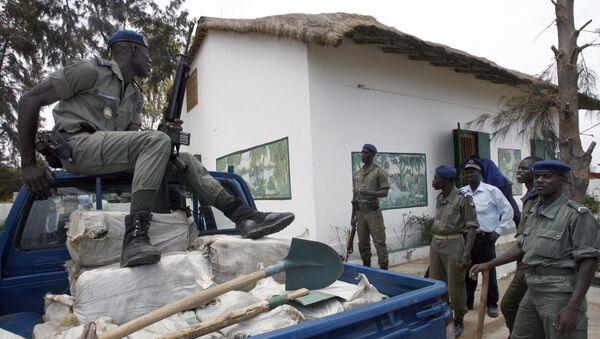 Senegalska policja ochrania worki z narkotykami, skonfiskowane w jednej z willi pod Dakarem - Sputnik Polska