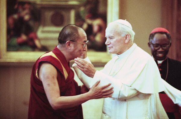 Spotkanie Papieża i Dalajlamy w Watykanie w 1990 roku - Sputnik Polska