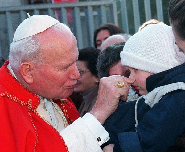 Papież i dziecko w Rzymie, 1996 rok - Sputnik Polska