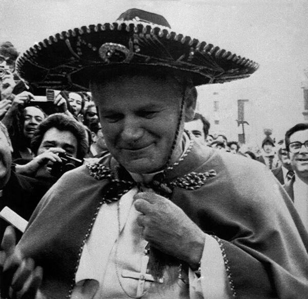 Jan Paweł II w sombrero - Sputnik Polska