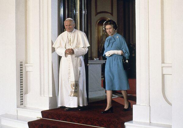 Papież z królową Wielkiej Brytanii Elżbietą II w Londynie, 1982 rok  - Sputnik Polska