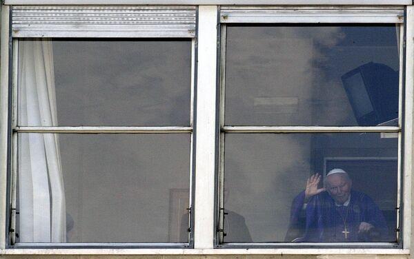 Jan Paweł II w oknie szpitala Gemelli, marzec 2005 roku - Sputnik Polska