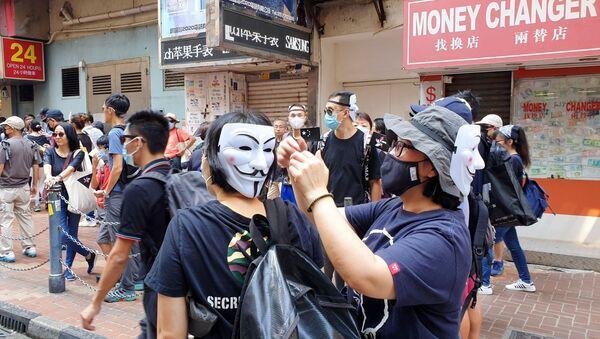 Ludzie w maskach w Hongkongu - Sputnik Polska