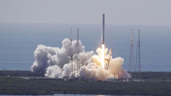 Start rakiety Falcon 9 - Sputnik Polska