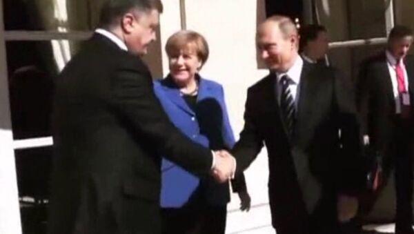 Putin i Poroszenko podczas spotkania w Paryżu - Sputnik Polska