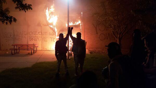 Zamieszki w Minneapolis  - Sputnik Polska
