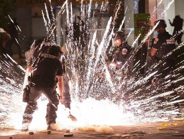 Antypolicyjne protesty w Waszyngtonie - Sputnik Polska