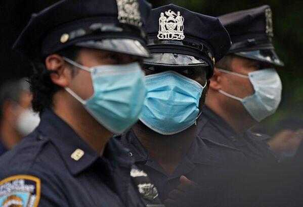 Policjanci w maskach w Nowym Jorku - Sputnik Polska