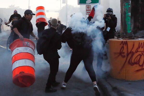 Fotoreporter AP w Minneapolis - Sputnik Polska