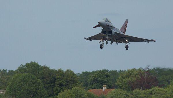 Myśliwiec Typhoon Sił Powietrznych Wielkiej Brytanii - Sputnik Polska