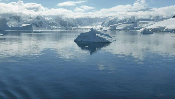 Góra lodowa na Oceanie Południowym - Sputnik Polska