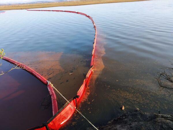Ликвидация нефтяного пятна в устье реки Амбарная - Sputnik Polska