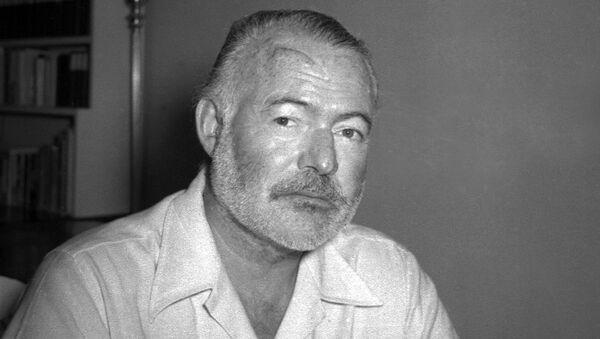 Amerykański pisarz i dziennikarz Ernest Hemingway w 1950 roku - Sputnik Polska