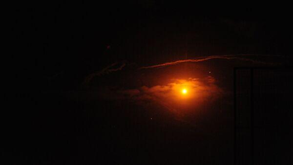 Syryjskie środki obrony powietrznej odpierają atak izraelskiej armii. Zdjęcie archiwalne - Sputnik Polska