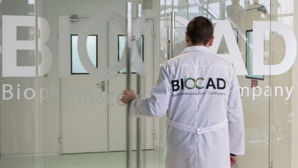 Pracownik firmy biotechnologicznej Biocad w Petersburgu. - Sputnik Polska