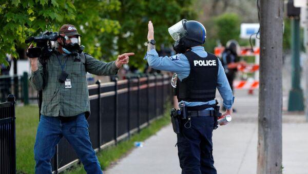 Protesty w Minneapolis po śmierci George'a Floyda.  - Sputnik Polska