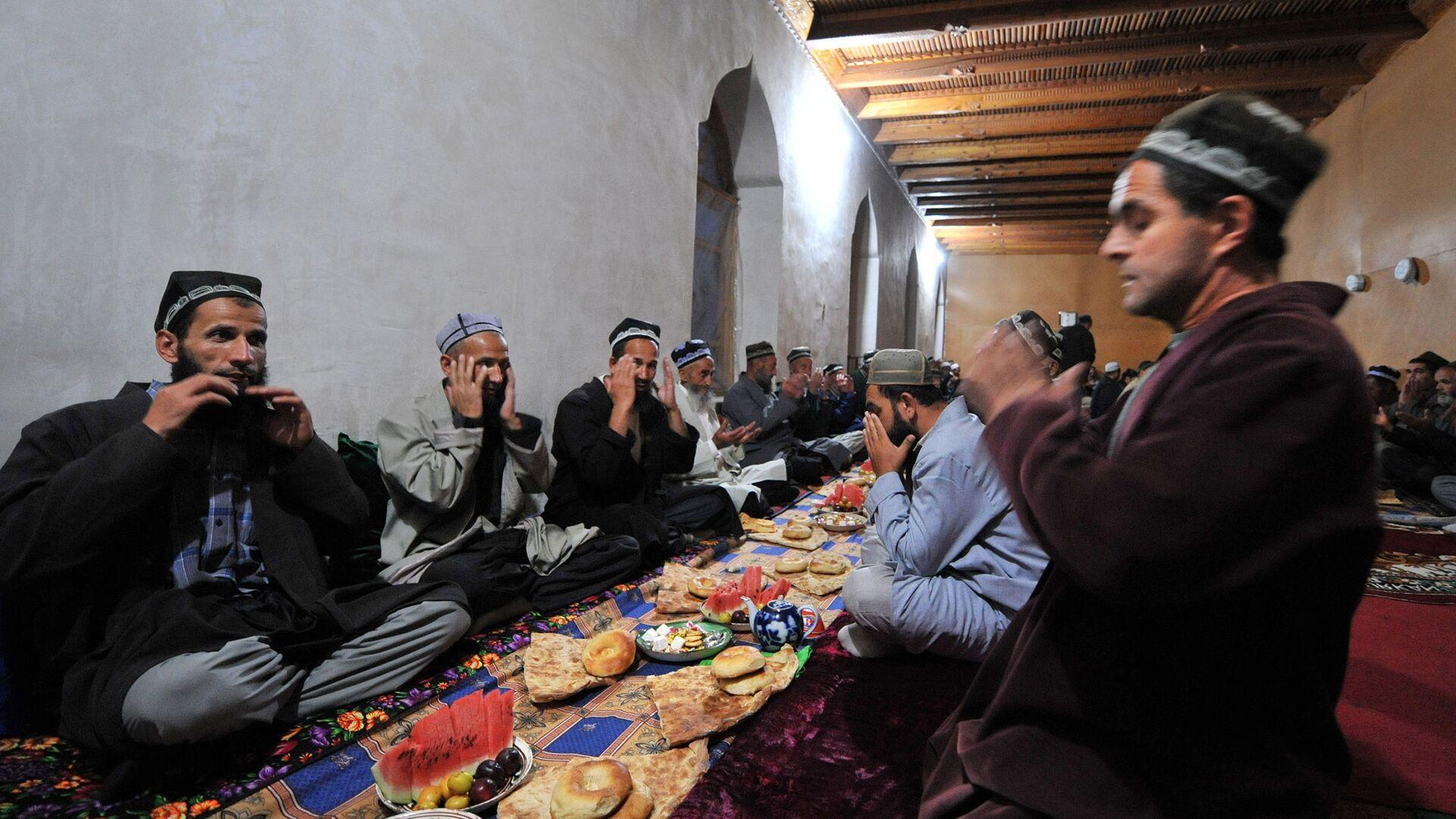Mieszkańcy Tadżykistanu podczas modlitwy - Sputnik Polska, 1920, 11.09.2021