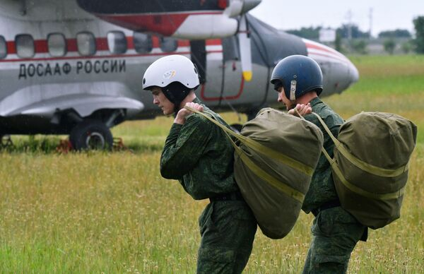 Szkolenia przyszłych desantowców w Kraju Krasnodarskim - Sputnik Polska