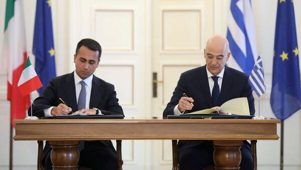 Ministrowie spraw zagranicznych Grecji Nikos Dendias i Włoch Luigi di Maio - Sputnik Polska