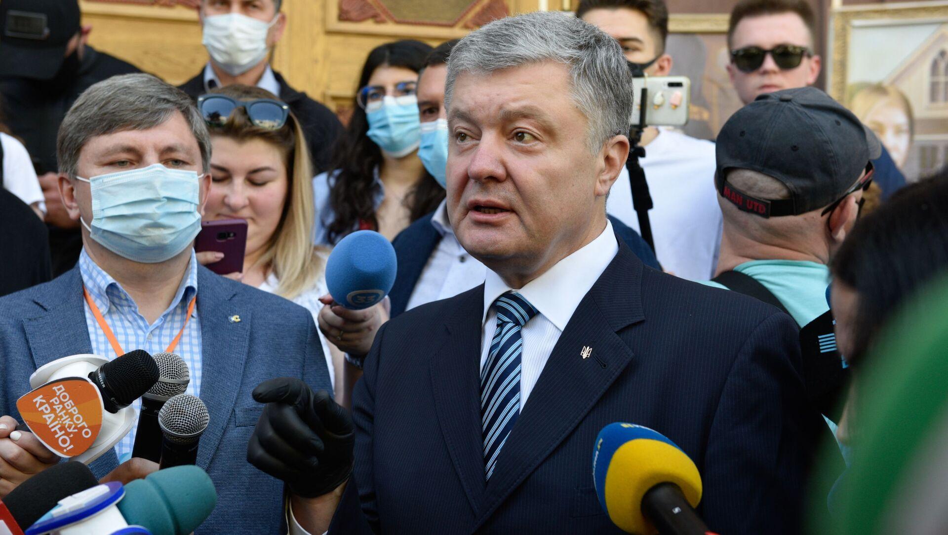 Były prezydent Ukrainy, deputowany Rady Najwyższej Ukrainy Petro Poroszenko pod budynkiem Państwowego Biura Śledczego - Sputnik Polska, 1920, 30.03.2021