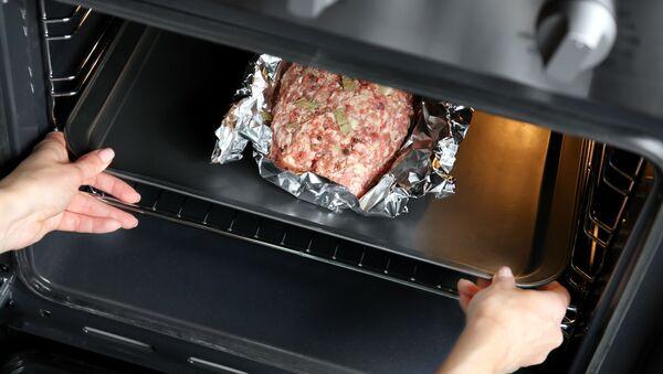 Mięso w folii aluminiowej - Sputnik Polska