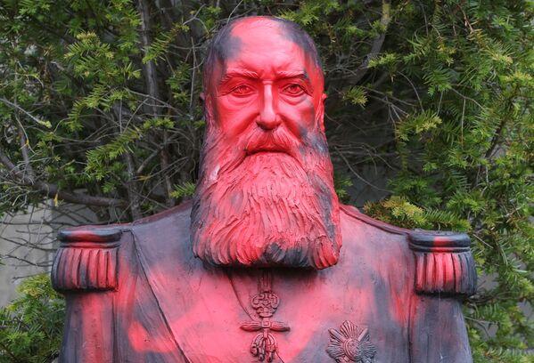 Zbezczeszczenie pomnika króla kolonizatora Leopolda II w Belgii - Sputnik Polska